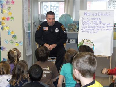 Officer Bob Swope reads to Mrs. Duray's class